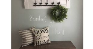 Love this entryway bench and coat rack. ❤️ #sawdustandpaint #customfurniture...