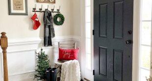 19 Amazing Christmas Entryway Ideas (Farmhouse Style & More!)