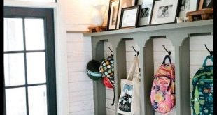 48 Amazing Farmhouse Entryway Mudroom Design Ideas 48 Amazing Farmhouse Entryway...
